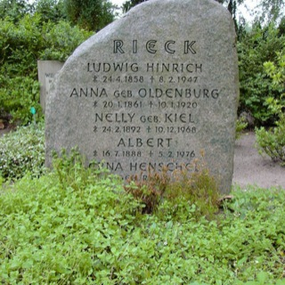 Grabstein-Finfling-Gross-Grönau-Friedhof