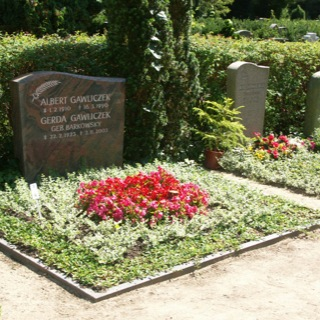 Grabstein-Friedhof-Warder-Beetkante