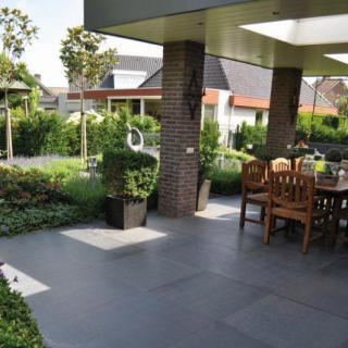 schwimmteiche im garten plattenbelag terrassenplatten. Black Bedroom Furniture Sets. Home Design Ideas